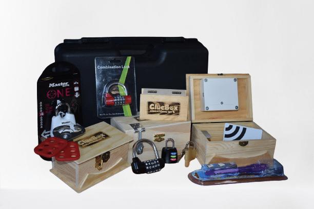 Svaki ClueBox Escape Room set sadrži sve potrebno za kreiranje escape room igre